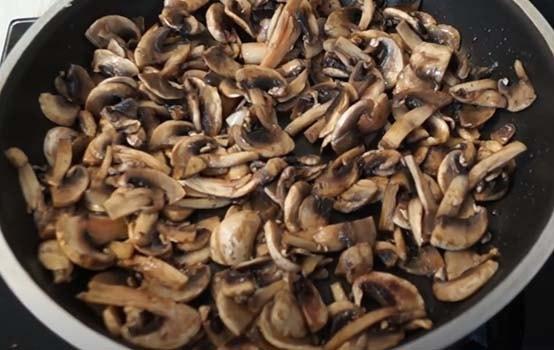 курица-с-картошкой-и-грибами-в-духовке-3