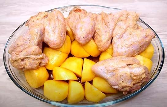 курица-с-картошкой-в-духовке-рецепт-4