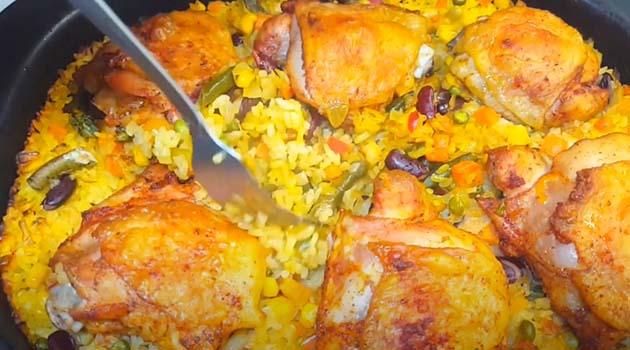 курица-с-рисом-и-овощами-в-духовке-11