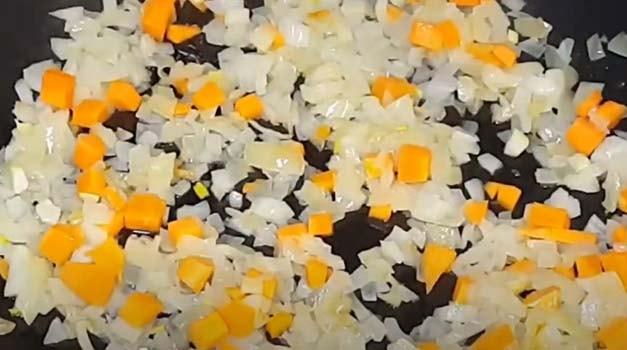 курица-с-рисом-и-овощами-в-духовке-2