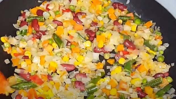 курица-с-рисом-и-овощами-в-духовке-3