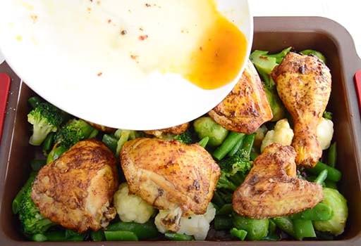 курица-запеченная-с-овощами-в-духовке-7