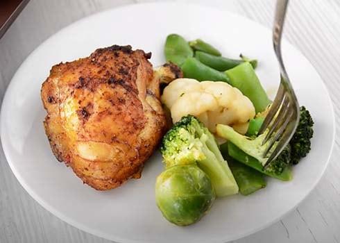 курица-запеченная-с-овощами-в-духовке-9