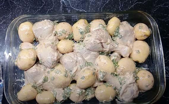 молодая-картошка-с-курицей-в-духовке-4
