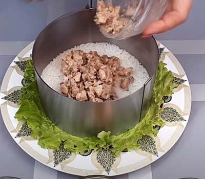 салат-из-печени-трески-с-рисом-и-кукурузой-6