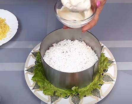 салат-из-печени-трески-с-рисом-и-кукурузой-7