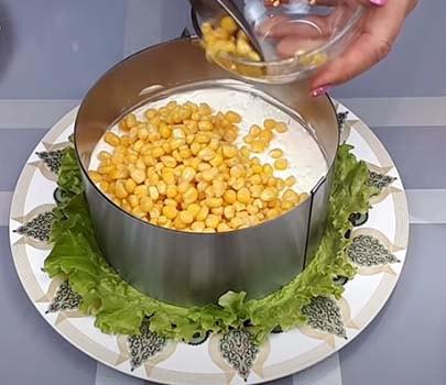 салат-из-печени-трески-с-рисом-и-кукурузой-8