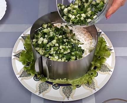 салат-из-печени-трески-с-рисом-и-кукурузой-9