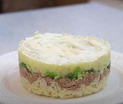 салат-из-печени-трески-с-соленым-огурцом-7