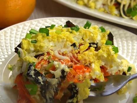 салат-из-печени-трески-с-яйцом-и-черносливом-12