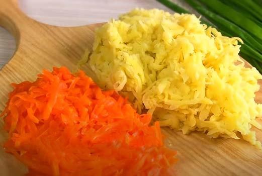 салат-из-печени-трески-с-яйцом-и-черносливом-2