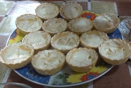 салат-с-печенью-трески-в-тарталетках-10