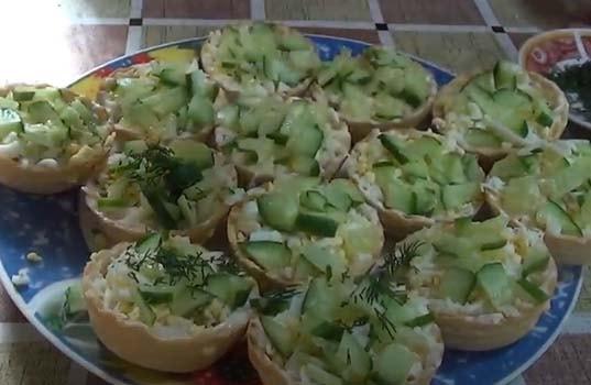 салат-с-печенью-трески-в-тарталетках-11