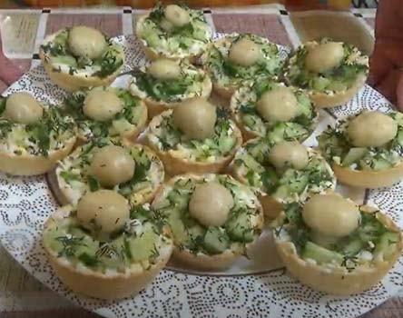 салат-с-печенью-трески-в-тарталетках-12