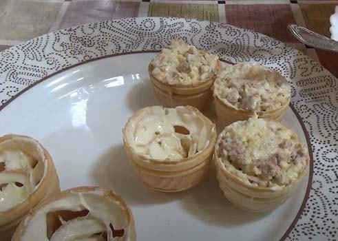 салат-с-печенью-трески-в-тарталетках-4