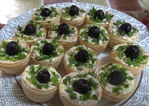 салат-с-печенью-трески-в-тарталетках-5