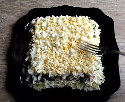 салат-старая-гавань-с-печенью-трески-и-сыром-5