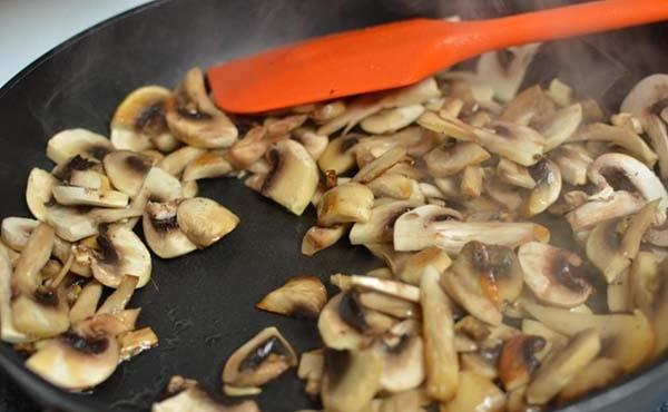 капуста-тушеная-с-курицей-и-грибами-2