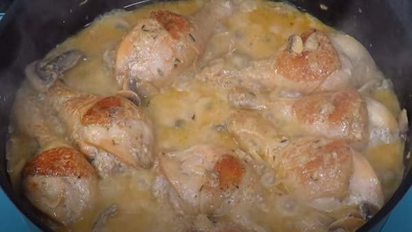 куриные-ножки-на-сковороде-с-подливкой-9