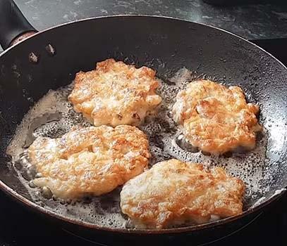 рубленые-котлеты-из-куриного-филе-на-сковороде-5