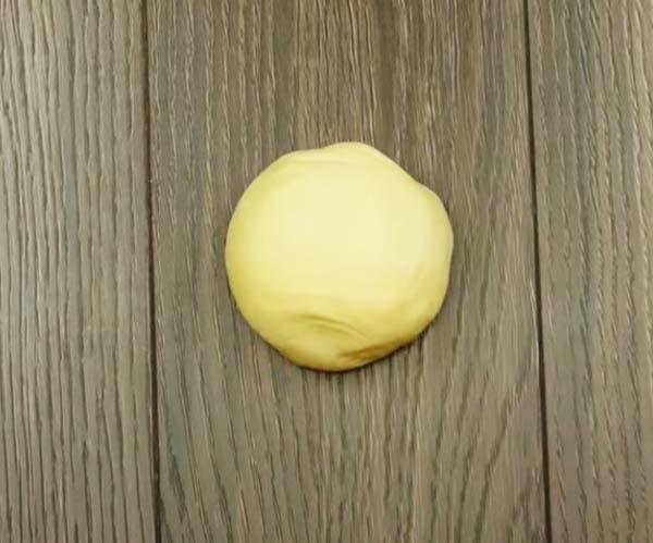 сосиска-в-дрожжевом-тесте-на-кефире-6