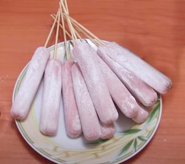 сосиски-в-тесте-жареные-в-масле-на-сковороде-4