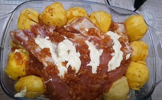 свинина-с-картофелем-в-духовке-8