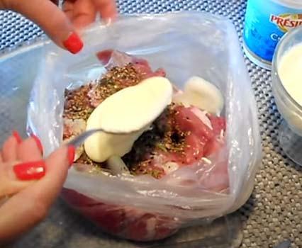 свинина-в-духовке-с-картошкой-и-грибами-1