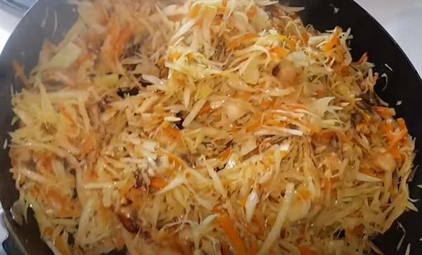 вкусная-тушеная-капуста-с-мясом-и-грибами-11