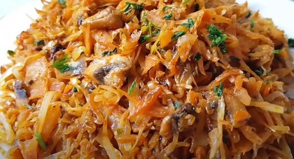 вкусная-тушеная-капуста-с-мясом-и-грибами-14