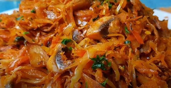 вкусная-тушеная-капуста-с-мясом-и-грибами-15